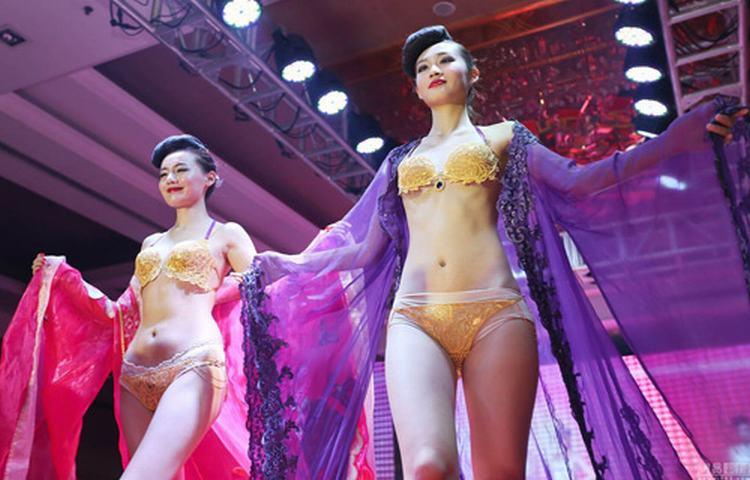 """Đồ lót vàng ròng 14 tỷ đồng bị """"ăn gạch"""" ở Trung Quốc"""
