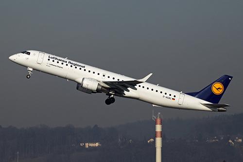 Phi cơ chở 108 khách suýt va chạm máy bay không người lái