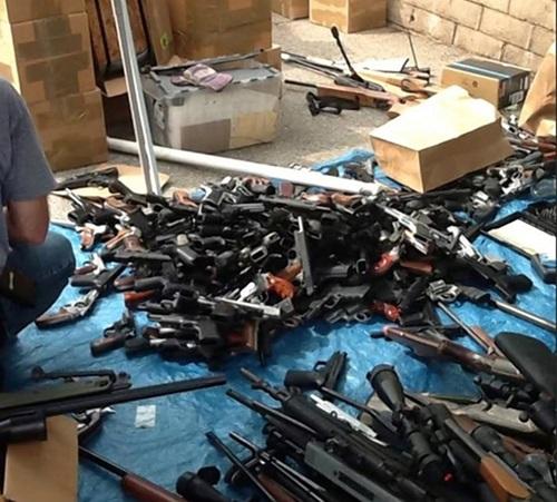 Mỹ phát hiện 1.200 khẩu súng giấu trong nhà dân