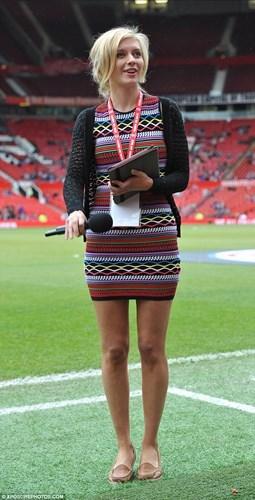 Ngắm cô MC xinh đẹp, nổi tiếng là fan cuồng Man United