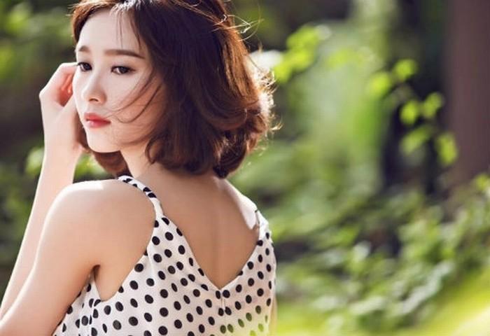 Để tóc xuống phố mùa thu đẹp như Hoa hậu Việt