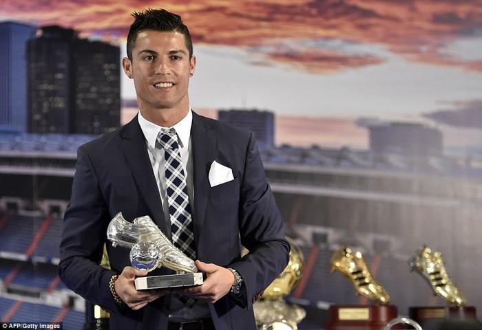 CR7 bảnh bao trong ngày Real Madrid tổ chức tiệc vinh danh