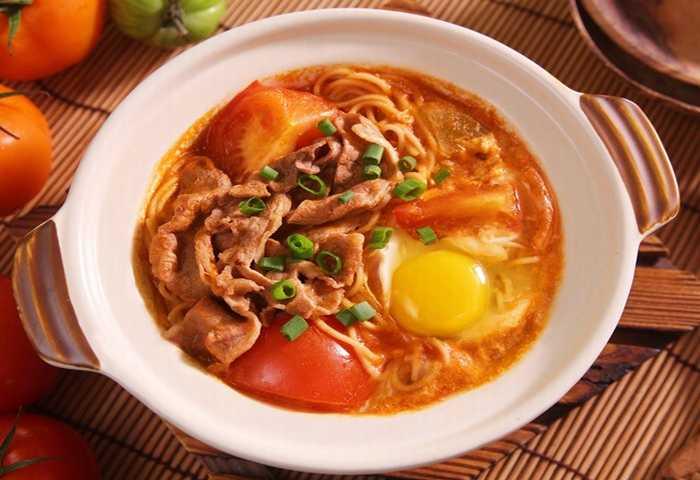 Cách nấu mì bò trứng nóng hổi, thơm ngon