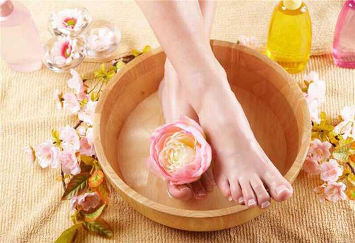Thư giãn đôi chân mỗi tối với 2 cách detox dễ dàng đến ngỡ ngàng