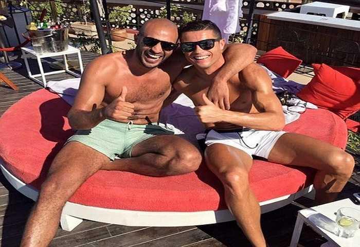 Cristiano Ronaldo bị nghi ngờ là … gay!