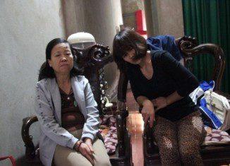 Giết người, cướp taxi ở Hà Tĩnh: Vợ khóc gục trước di ảnh chồng