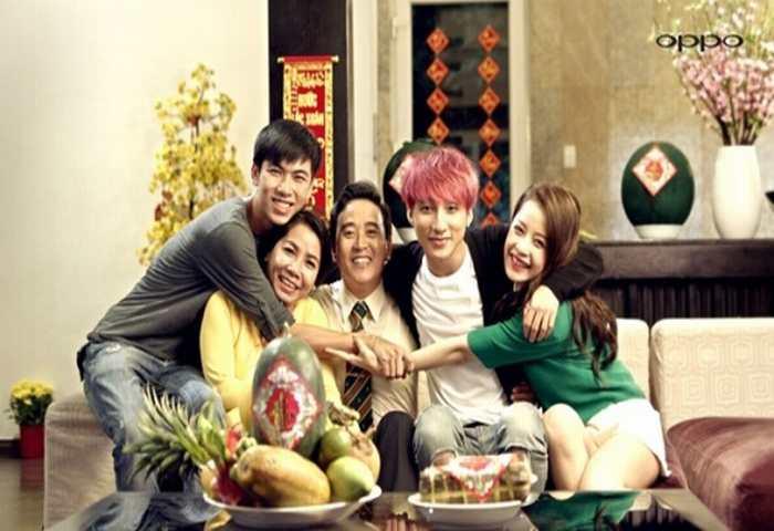 """Sơn Tùng vui vẻ """"tự sướng"""" với Chi Pu trong clip mới"""