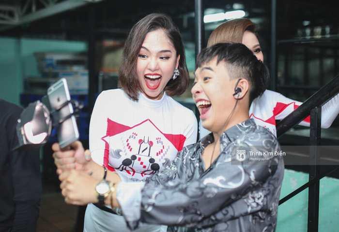 Ngất ngây những khoảnh khắc tuyệt đẹp của các nghệ sĩ từ hậu trường Gala Vietnam Top Hits