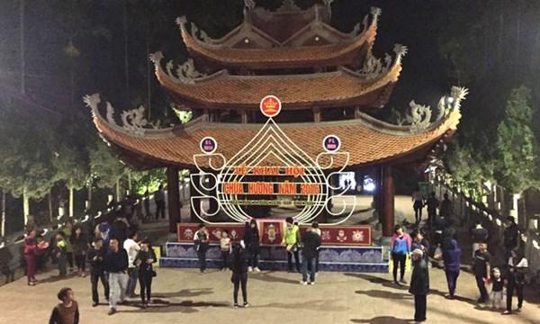 Lễ hội chùa Hương đón 6 vạn du khách về khai hội