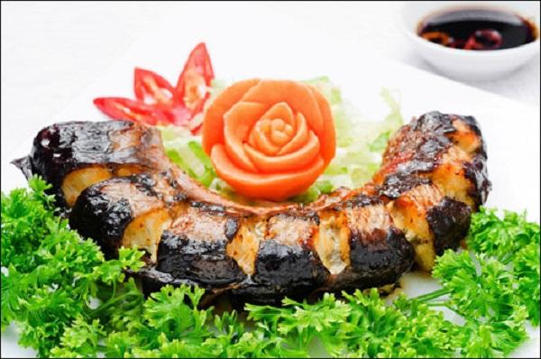 Du lịch Lý Sơn thưởng thức cá chình nướng thơm giòn