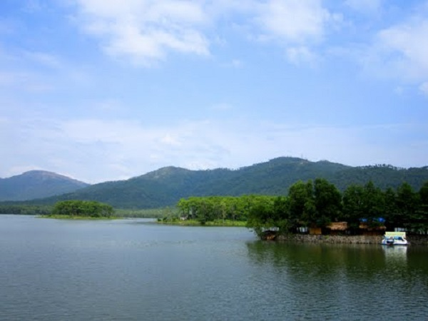 Hồ Đá Ong – điểm du ngoạn thiên nhiên lý thú
