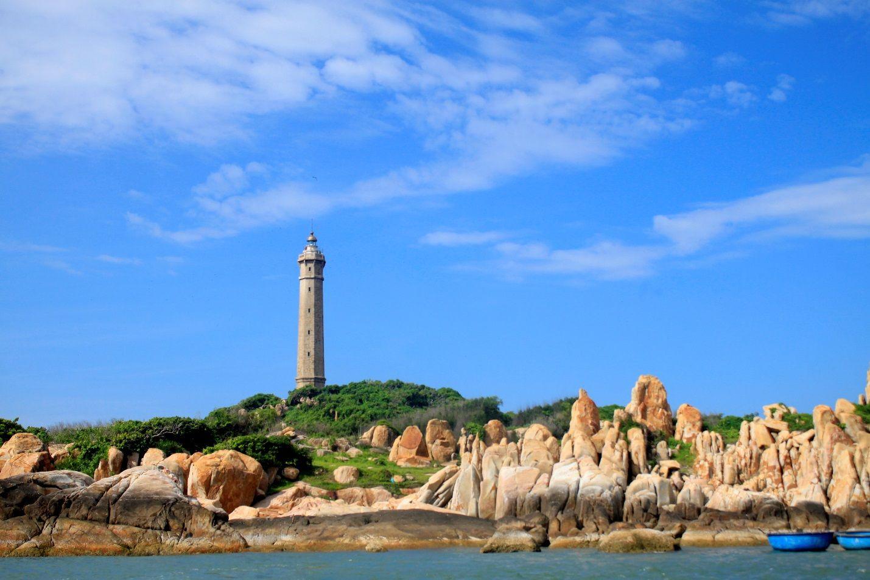 Chiêm ngưỡng vẻ đẹp ngọn hải đăng cổ nhất Việt Nam