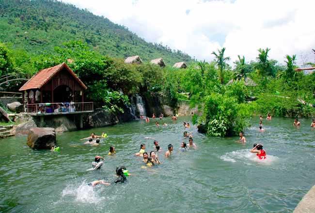 Nét đẹp ba miền của khu du lịch sinh thái suối Lương