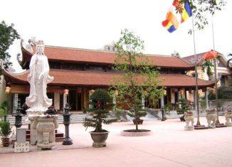 Du khách thập phương trẩy hội về chùa Bia Bà cầu tài cầu lộc