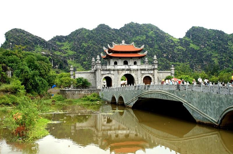 Những điểm du lịch tâm linh hấp dẫn của Ninh Bình