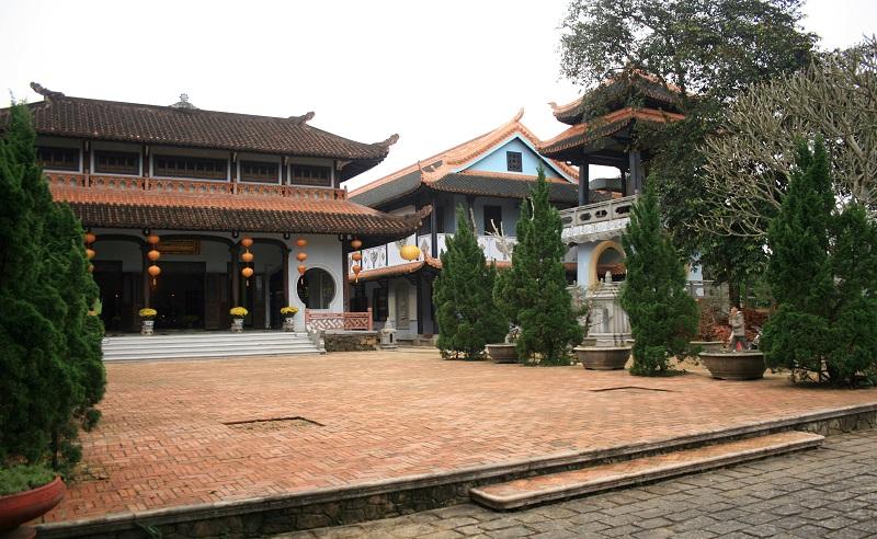 Dáng dấp cổ kính hài hòa của chùa Huyền Không Hương Trà