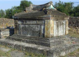 Vẻ đẹp nhuốm màu thời gian của lăng mộ bà Đoàn Quý Phi