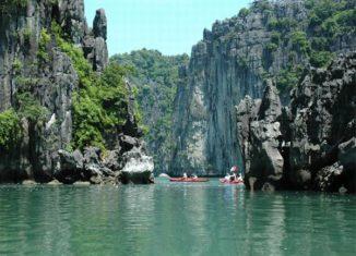 Vẻ đẹp yên bình hoàn hảo của hồ Ba Hầm