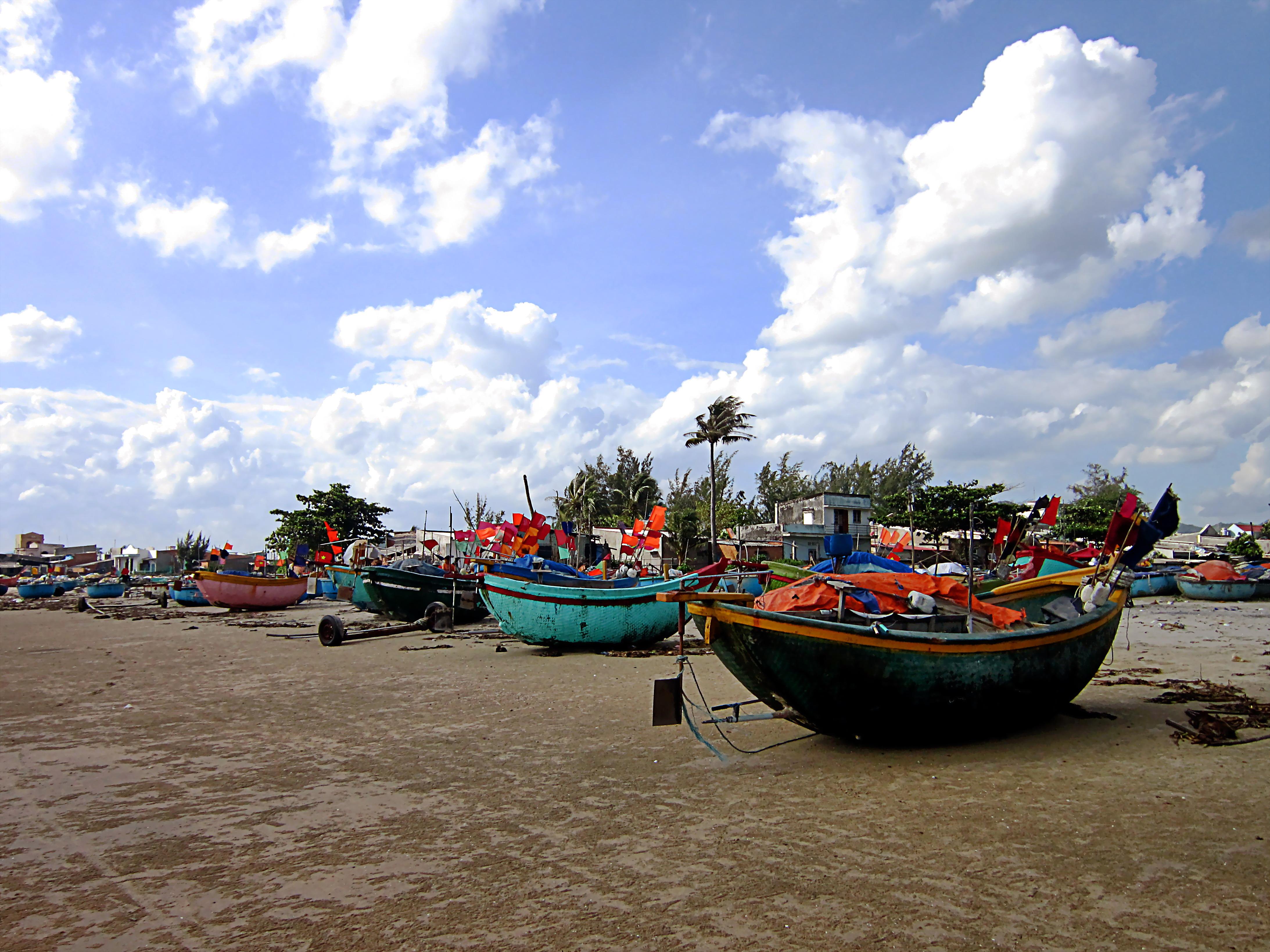 Vẻ bình yên êm đềm của làng cá Long Hải