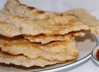 Nhâm nhi vị giòn rụm của chiếc bánh tráng nước dừa Tam Quan