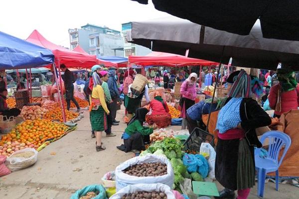 Vẻ đẹp giản dị đời thường của chợ phiên Đồng Văn