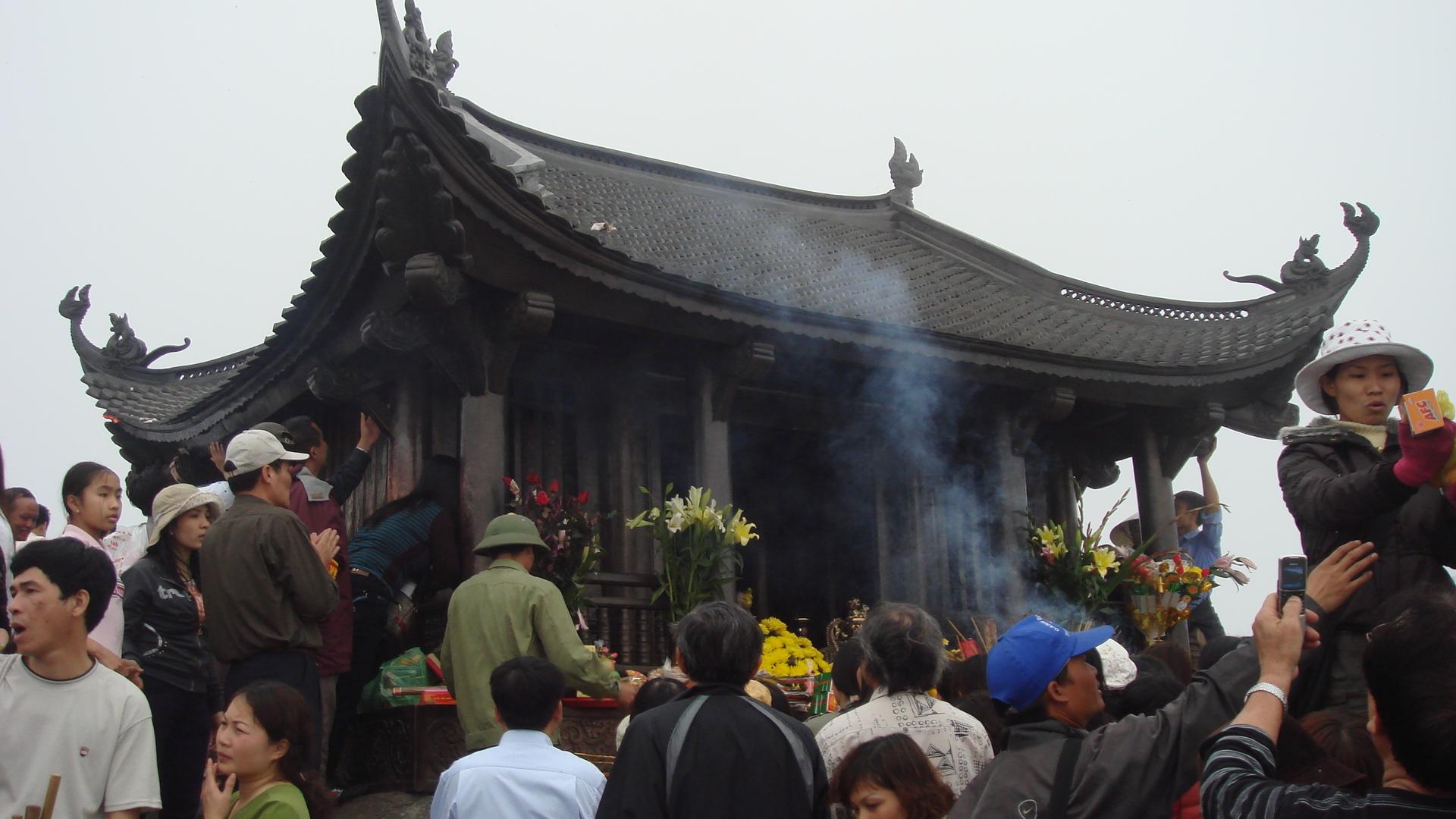 Chùa Đồng Yên Tử - GSV Travel