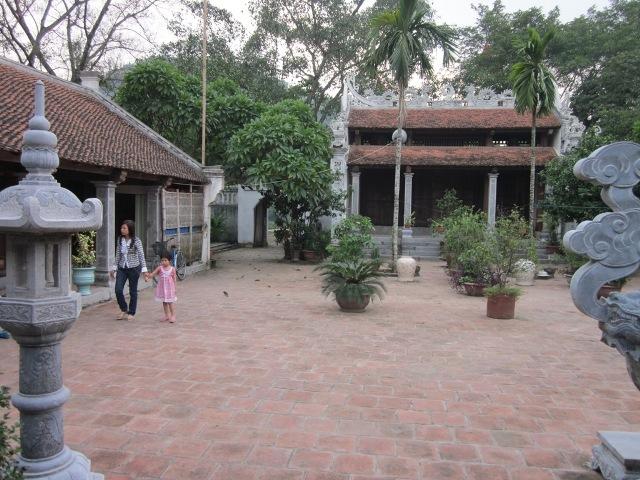 Chiêm ngưỡng không gian uy nghiêm của chùa Bà Đanh