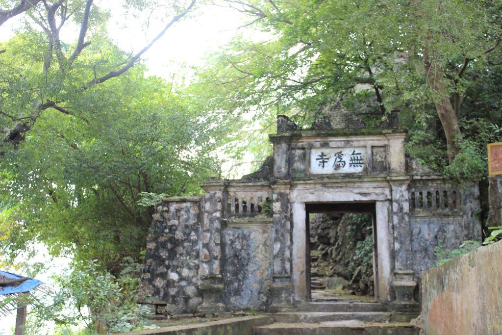 Khung cảnh thanh tịnh lặng lẽ của chùa Vô Vi