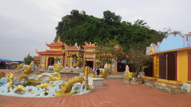 Cảnh quan kỳ thú độc đáo của đền Bà Đế Hải Phòng