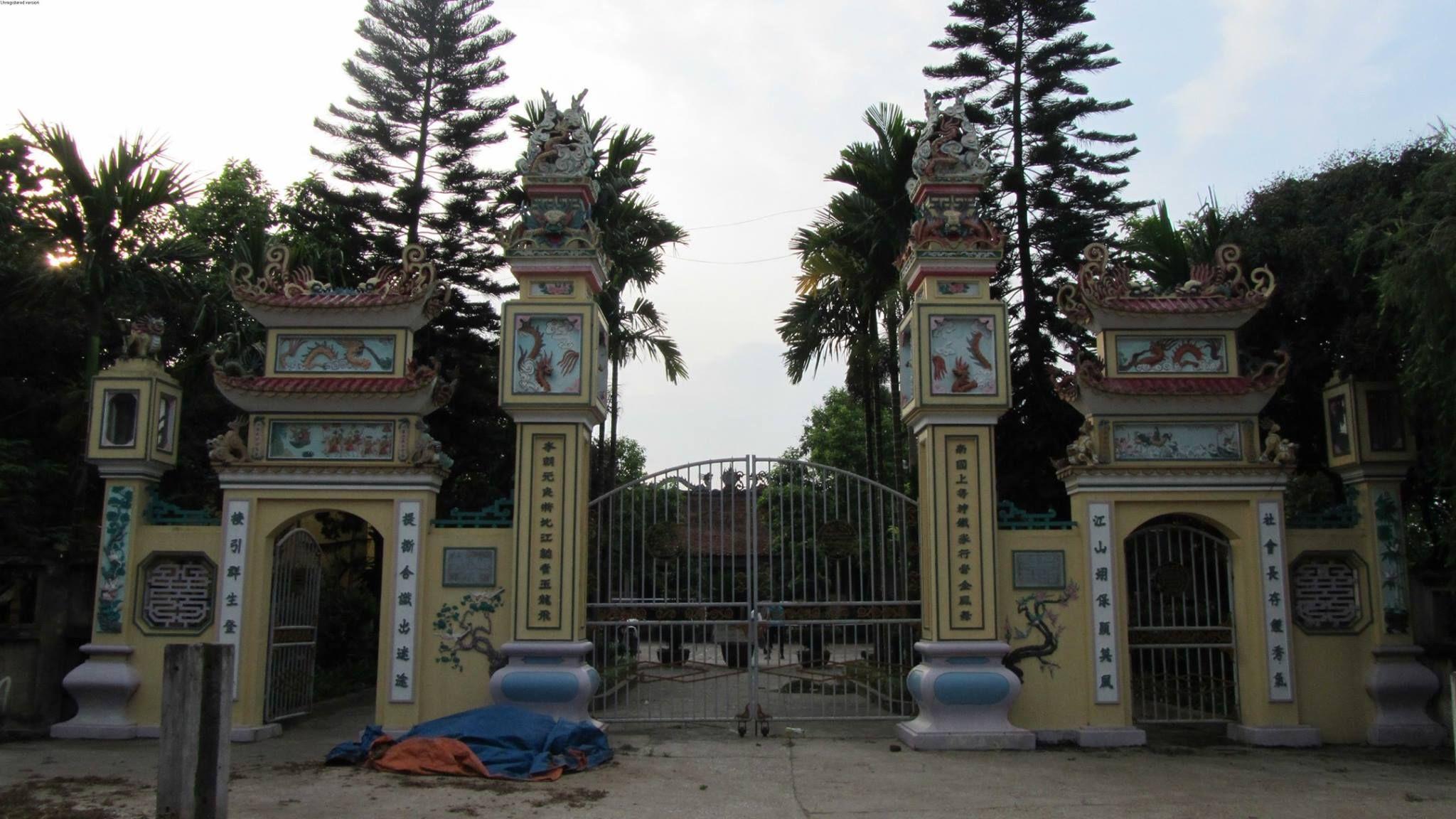Du khách nô nức trẩy hội đền Chử Đồng Tử