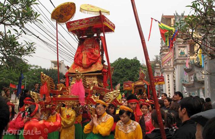 Không khí sôi động náo nhiệt của lễ hội chùa Dâu