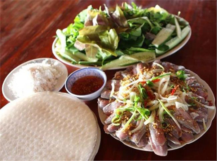 Hương vị đặc biệt của gỏi cá trích Phú Quốc