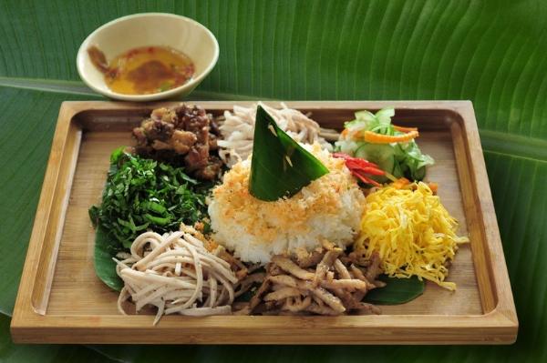 Hương vị giản dị mà quý phái của cơm âm phủ xứ Huế