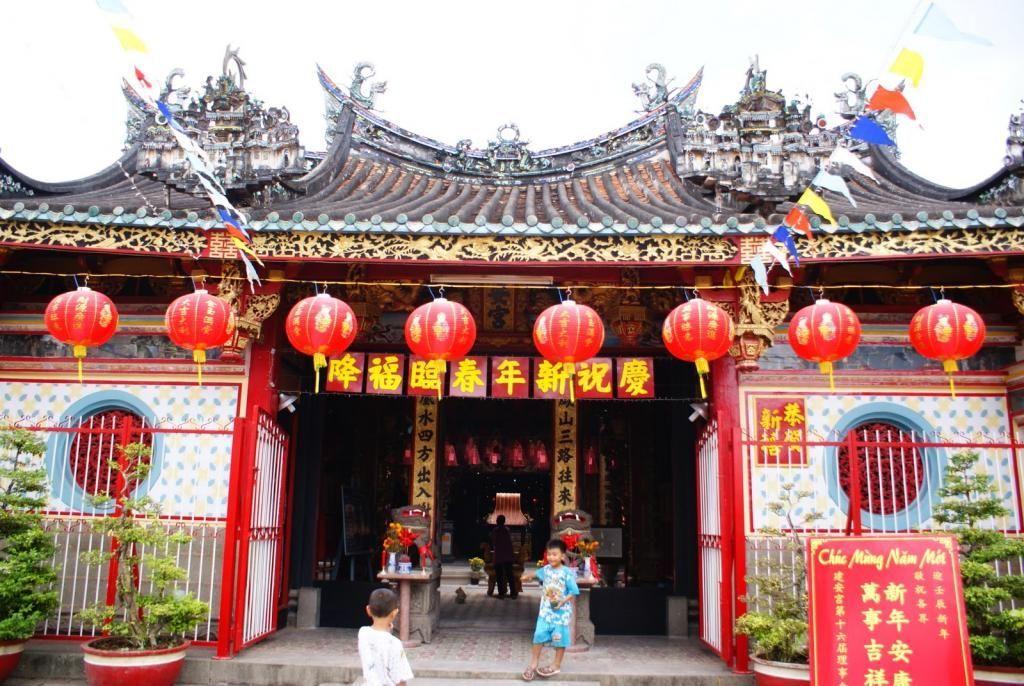 Chiêm ngưỡng nghệ thuật chạm khắc tinh vi của chùa Kiến An Cung