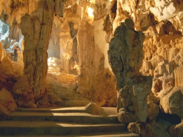 Chiêm ngưỡng vẻ đẹp say đắm của hang Bách Sơn