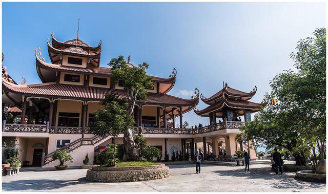 Chiêm bái vẻ đẹp bình yên hoàn mỹ của chùa Cái Bầu